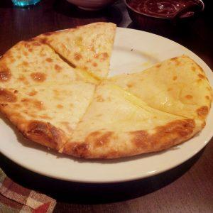 ゴルベラ チーズナン